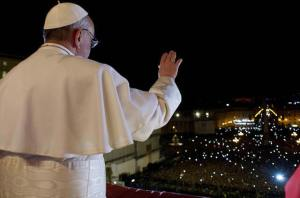 pope-francis-waving-to-crowd